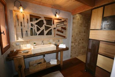 La cabane p rigord perch e dans les arbres - Cabane dans les arbres avec salle de bain ...