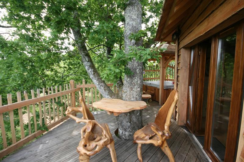 La cabane p rigord perch e dans les arbres for Taxe sur les cabanes de jardin