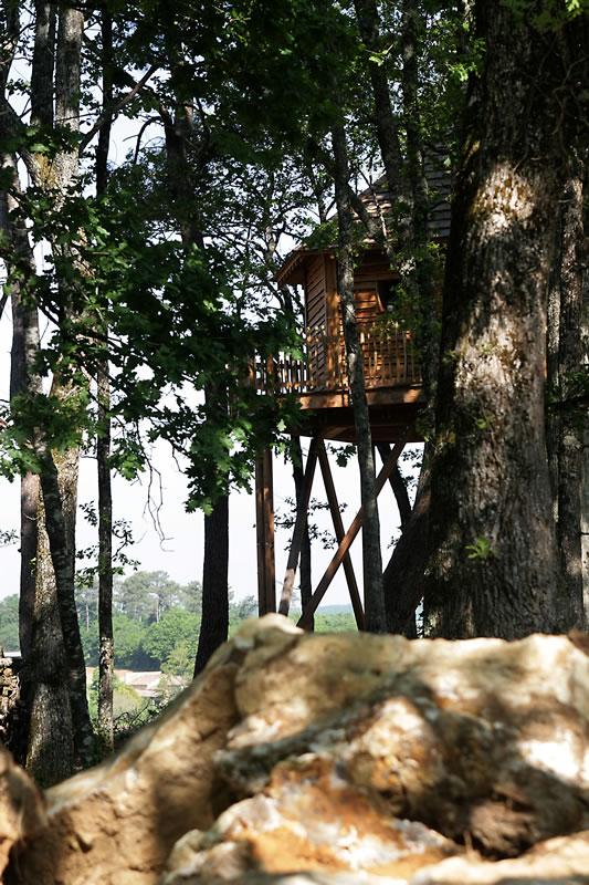 la cabane domme avec spa perch e dans les arbres. Black Bedroom Furniture Sets. Home Design Ideas