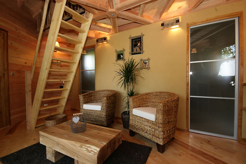 la cabane domme avec spa perch e dans les arbres. Black Bedroom Furniture Sets. Home Design Ideas
